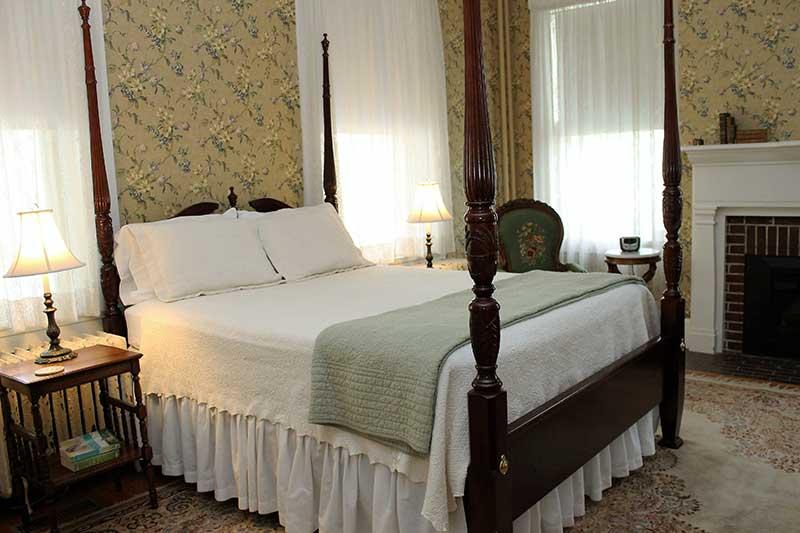 cambridge-house-queen-anne-room